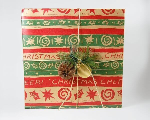 Christmas-Gift-Wrap-Natural-Pretty-Present