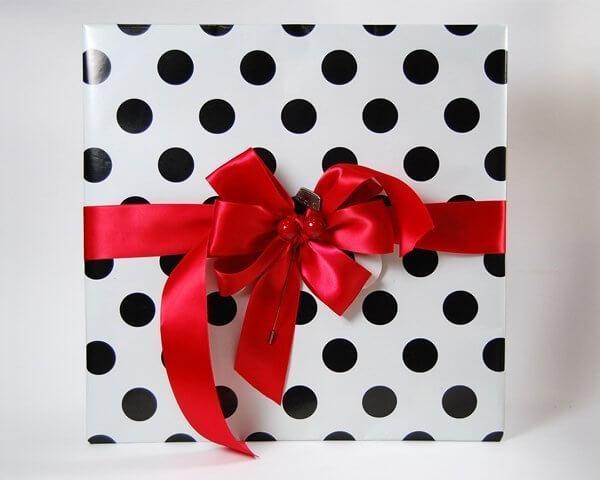 Cat theme gift wrap