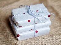 polka dot gift wrap idea