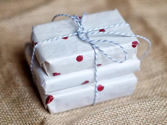 polka-dot-gift-wrap